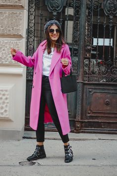Neon Pink Coat - Neon Trend Streetstyle - Fashionnes Pink Winter Coat, Winter Coat Outfits, Fall Outfits, Neon Outfits, Mode Outfits, Fashion Outfits, Fasion, Rosa Pullover Outfit, Pink Sweater Outfit