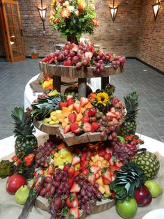 Ideas Wedding Food Stations Catering Fruit Displays For 2020 Veggie Display, Cheese Display, Veggie Tray, Appetizer Table Display, Vegetable Trays, Catering Display, Catering Food, Wedding Catering, Catering Buffet