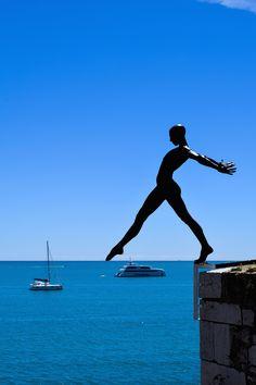 {on the coast} Antibes, Côte d'Azur Abstract Sculpture, Sculpture Art, Metal Sculptures, Bronze Sculpture, Antibes, Street Art, Juan Les Pins, Installation Art, Art Installations