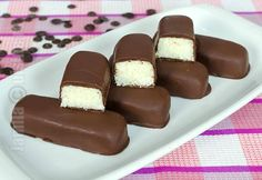 How to make Bounty Chocolate Bars Bounty Chocolate, Chocolate Bars, Romanian Food, Romanian Recipes, Good Food, Yummy Food, Party Platters, Lava Cakes, Dessert Drinks