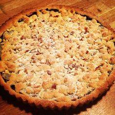 En hjemmelavet blåbærmarmelade får nyt liv i denne skønne tærte med marcipan.