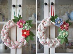 Pro inspiraci: Upleťte si z látky dekorační věneček – Hobbymanie.tv Burlap Flower Wreaths, Diy Wreath, Burlap Wreath, Floral Wreath, Heart Wreath, Diy Home Crafts, 4th Of July Wreath, Christmas Wreaths, Holiday Decor