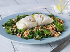 Lettsaltet torsk med grønnkål og byggris | Oppskrift - MatPrat Recipe Steps, Korn, Fresh Rolls, Rice, Chicken, Meat, Healthy, Ethnic Recipes, Happy