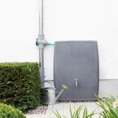 Die Regentonne Concrete in der Farbe betongrau vereint moderne, trendige Gestaltung mit nützlicher ökologischer Regenwassernutzung in prefekter Art und Weise. #regentonne #regentonnenshop www.regentonnenshop.de