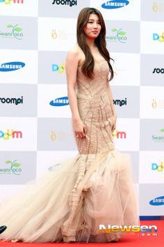 suzy Korean Beauty, Asian Beauty, Miss A Suzy, Cute Korean Girl, Bae Suzy, Korean Actresses, Prom Dresses, Formal Dresses, Most Beautiful Women