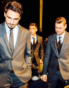 Bae and Bees Football Memes, Nike Football, Mens Fashion Suits, Mens Suits, Soccer Boyfriend, German National Team, Mats Hummels, Mr Perfect, Suit And Tie