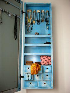 Espejo joyero con compartimentos para la bisuter a y marco for Espejo joyero xxl