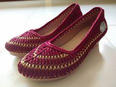 Diy Crafts - 10 Favorite Crochet Patterns for Summer Shoes Crochet Slipper Boots, Knit Shoes, Crochet Shoes, Crochet Slippers, Butterfly Bags, Basic Crochet Stitches, Crochet Patterns, Summer Shoes, Cute Shoes