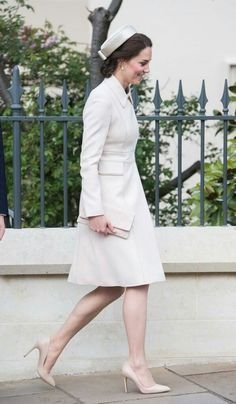 I love, LOVE, this outfit! Catherine looks very reminiscent of Jackie Kennedy today.