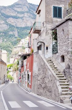 Positano, The Amalfi Coast part IV | this is how wide the streets actually are for 2 lanes of traffic and pedestrians