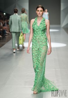Michael Cinco Printemps-été 2015 - Prêt-à-porter - http://fr.flip-zone.com/fashion/ready-to-wear/independant-designers/michael-cinco-5194