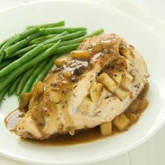 A mouthwatering apple stuffed chicken breast recipe that contains so much flavor and has a perfect sweet apple glaze! A fall staple! I always love a juicy and tender stuffed chicken breast any tim. Cheddar, Bbq Baked Beans, Streusel Muffins, Apple Glaze, Cooking Recipes, Healthy Recipes, Game Recipes, Apple Recipes, Healthy Food