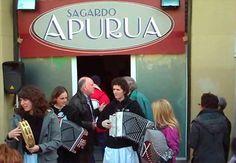II Sagardo Apurua. Hoy comienzan cuatro días donde se escenificarán el ambiente y el aspecto que tenían las sidrerías y los caseríos vascos.