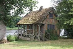 Exposed timber frame cottage - Handmade Houses... with Noah Bradley
