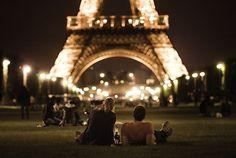 パリではいつでも、ロマンチックで素敵な夜を過ごせる
