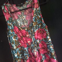 Forever 21 floral top Floral tank top. Great for summer! Forever 21 Tops