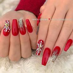 Nail art Christmas - the festive spirit on the nails. Over 70 creative ideas and tutorials - My Nails Aycrlic Nails, Dope Nails, Bling Nails, Hair And Nails, Red Christmas Nails, Xmas Nails, Holiday Nails, Christmas Acrylic Nails, Red Acrylic Nails