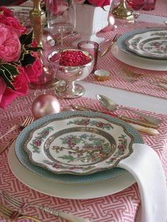 Love, love, love this place setting!