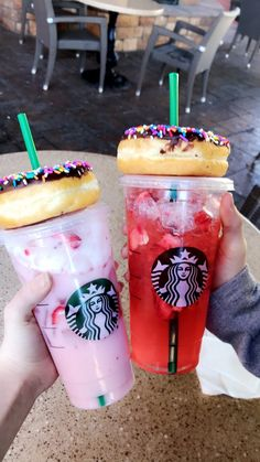 Bebidas Do Starbucks, Starbucks Secret Menu Drinks, My Starbucks, Fun Drinks, Yummy Drinks, Yummy Food, Milk Shakes, Drink Pink, Gateau Harry Potter