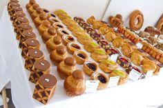 Bake Croissants, Pastry Display, Bread Art, Pastry Art, Breakfast Pastries, Biscuit Cookies, Cafe Food, Artisan Bread, Mini Cakes