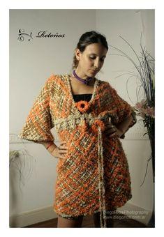 Vestidos con y sin mangas, Ropa, Vestidos Boho Fashion, Fashion Outfits, Weaving Techniques, Knit Crochet, Fur Coat, Sari, Bohemian, Textiles, Knitting