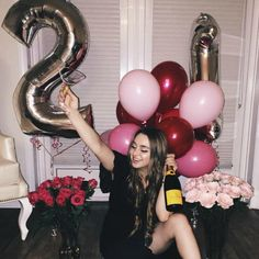 29 Ideas For Birthday Photography 21st Bday Ideas, 21st Birthday Decorations, Birthday Ideas For Her, Birthday Goals, Birthday Gifts For Her, Girl Birthday, 21st Birthday Ideas For Girls Turning 21, Birthday Photoshoot Ideas, Cute Birthday Pictures
