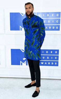 Jidenna from MTV Video Music Awards 2016 Red Carpet Arrivals is part of African men fashion The musician looks suave in his blue and green getup! African Shirts For Men, African Dresses Men, African Attire, African Wear, African Style, African Women, Nigerian Men Fashion, African Print Fashion, Ankara Fashion