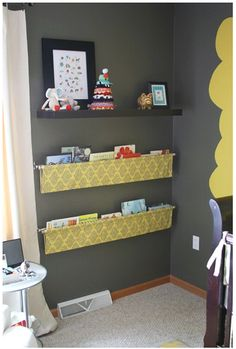 hanging fabric book sling, hung by curtain rods. Book Sling, Casa Kids, Deco Kids, Diy Casa, Ideias Diy, Home And Deco, Kid Spaces, Small Spaces, Grey Walls