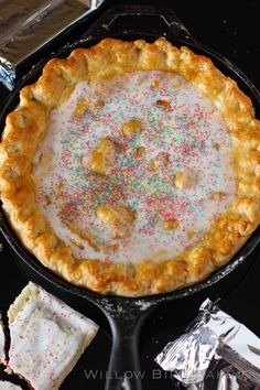 """Pop-Tart Pie Love this for the recipe (strawberry pop tart pie!) and the lovely life lesson (""""please don't yuck my yum"""").Love this for the recipe (strawberry pop tart pie!) and the lovely life lesson (""""please don't yuck my yum""""). Pie Dessert, Eat Dessert First, Dessert Recipes, Pumpkin Dessert, Pumpkin Cheesecake, Tart Recipes, Baking Recipes, Just Desserts, Delicious Desserts"""