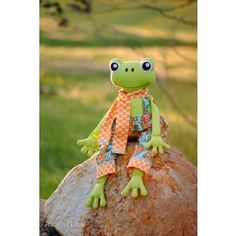 Fergus the frog softie plush animal DIY  PDF Downloadable Pattern Download sewing Patterns for kids and babies AllegroDigiPatterns AllegroFabrics
