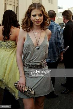 Actress Michelle Trachtenberg arrive to the 2004 MTV Movie Awards at the Sony Pictures Studios on June 5 2004 in Culver City California The 2004 MTV. Poppy Montgomery, Michelle Trachtenberg, Prettiest Actresses, Beautiful Actresses, Beautiful Celebrities, Beautiful People, Carmen Electra, Oscar Party, Entertainment Weekly