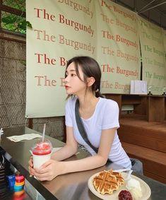 Ulzzang Korean Girl, Cute Korean Girl, Son Hwamin, Hwa Min, Snap Girls, Teen Relationships, Aesthetic Photo, Pose Reference, Photo Poses