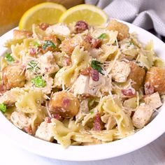 Chicken Caesar Pasta Salad Chicken Caesar Pasta Salad – So creamy and tasty with all the flavors you love from a classic Caesar salad. Chicken Ceasar Pasta Salad, Chicken Pasta Salad Recipes, Caesar Pasta Salads, Healthy Pasta Salad, Healthy Pastas, Healthy Recipes, Ceasar Salat, Cold Pasta, Le Diner