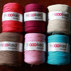 Crochet hats 469078117434446864 - Où se procurer les fameuses pelotes de T-shirts Trapilho ? T-shirt Au Crochet, Scrap Yarn Crochet, Filet Crochet, Crochet Doilies, Crochet Heart Blanket, Crochet Baby Pants, Crochet Shirt, Yarn Bombing, Tee Shirt Fila