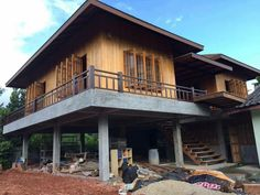 Rest House, House On A Hill, House On Stilts, House Roof, Philippines House Design, Bamboo House Design, Philippine Houses, Thai House, Courtyard House Plans