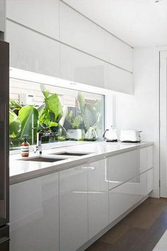 108 Amazing White Kitchen Decor and Design Ideas Home Kitchens, Kitchen Design, White Kitchen Decor, Modern Kitchen, Tropical Kitchen, Home Decor Kitchen, Kitchen Interior, Kitchen Window Design, Home Renovation