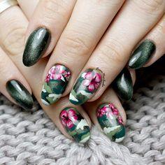 """Polubienia: 426, komentarze: 6 – Marchewkowe Studio (@panna_marchewka) na Instagramie: """"Moro plus kwiaty hibiskusa ❤ @bitter_sweet_lady @eclair_nails #słupsk #nails #nailart #gelnails…"""""""