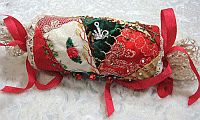 Crazy Quilt Christmas Gift Cracker/Ornament, free project by Pat Winter on Kreinik web site. Quilted Christmas Ornaments, Christmas Quilt Patterns, Fabric Ornaments, Christmas Crafts, Handmade Ornaments, Christmas Time, Christmas Favors, Christmas Quilting, Christmas Sewing