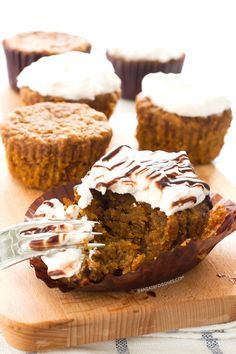 Satisfy your sweet tooth with a simple and delicious vegan dessert recipe. A great dessert can be the perfect ending to a perfect meal! Carrot Cake Cupcakes, Vegan Carrot Cakes, Cupcakes Fondant, Vegan Carrot Cupcake Recipe, Vegan Dessert Recipes, Cupcake Recipes, Vegan Yogurt, Vegan Blogs, Vegan Treats