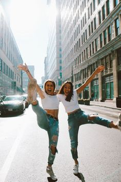pin: Clara's Comfy Corner fun downtown friend photoshoot ig/pin: sarenaseege… – Anstecknadel: Clara's Comfy Corner Spaß in der Innenstadt Freund Fotoshooting ig / Anstecknadel: sarenaseege … – # Photos Bff, Best Friend Photos, Best Friend Goals, Bff Pics, Senior Photos, Best Friend Photography, Creative Photography, Photography Poses, Landscape Photography