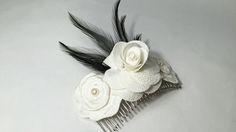 FURORE: Peineta de flores Valentino con plumas de gallo japonés.