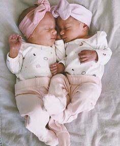 Cute twin baby girls wearing snuggle hunny kids topknot headbands Source by girl clothes Cute Baby Twins, Twin Baby Girls, Twin Babies, Reborn Babies, Twin Twin, Toddler Girls, Jüngstes Kind, Baby Kind, Baby Love