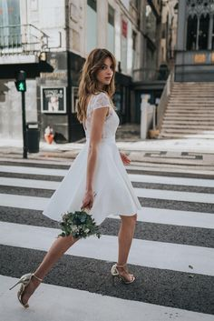 Short dress from Rembo Styling, perfect for your civil wedding! Rembo Styling, Boho Chic Wedding Dress, Boho Gown, Civil Wedding Dresses, Best Wedding Dresses, Short Bridal Dresses, White Boho Dress, Little White Dresses, Alice