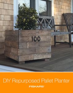 Repurposing a pallet can be a great way to DIY your own raised bed, vertical garden or planter! Learn how to build your own pallet planter with our step-by-step project. Diy Pallet Projects, Outdoor Projects, Home Projects, Outdoor Decor, Vertical Garden Planters, Diy Planters, Pallets Garden, Wood Pallets, How To Build Steps