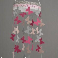mobile suspension papillons rose poudr gris et rose fuchsia dcoration chambre bb enfant fille