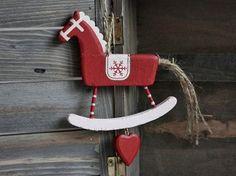 Koń konik drewno zawieszka czerwona Galeria Mercantino