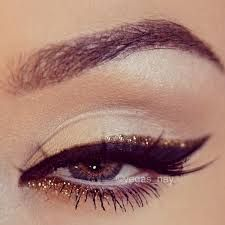 Beautiful Glitter Eyeshadow - The perfect Glitter Eye Makeup Tutorials can be found clicking the image to my blog xx <3