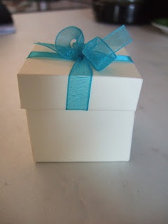 DIY Wedding Favor box - love the personal touch!
