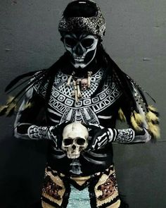 GUERRERO DE LA MUERTE MEXICA AZTECA DEATH AZTEC WARRIOR Arte Tribal, Aztec Art, Mexican Art, Mexican Style, Mexican Heritage, Cultures Du Monde, Aztec Culture, African Culture, Day Of The Dead Art