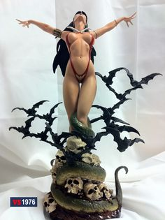 Vampirella Comiquette Statue Collection.